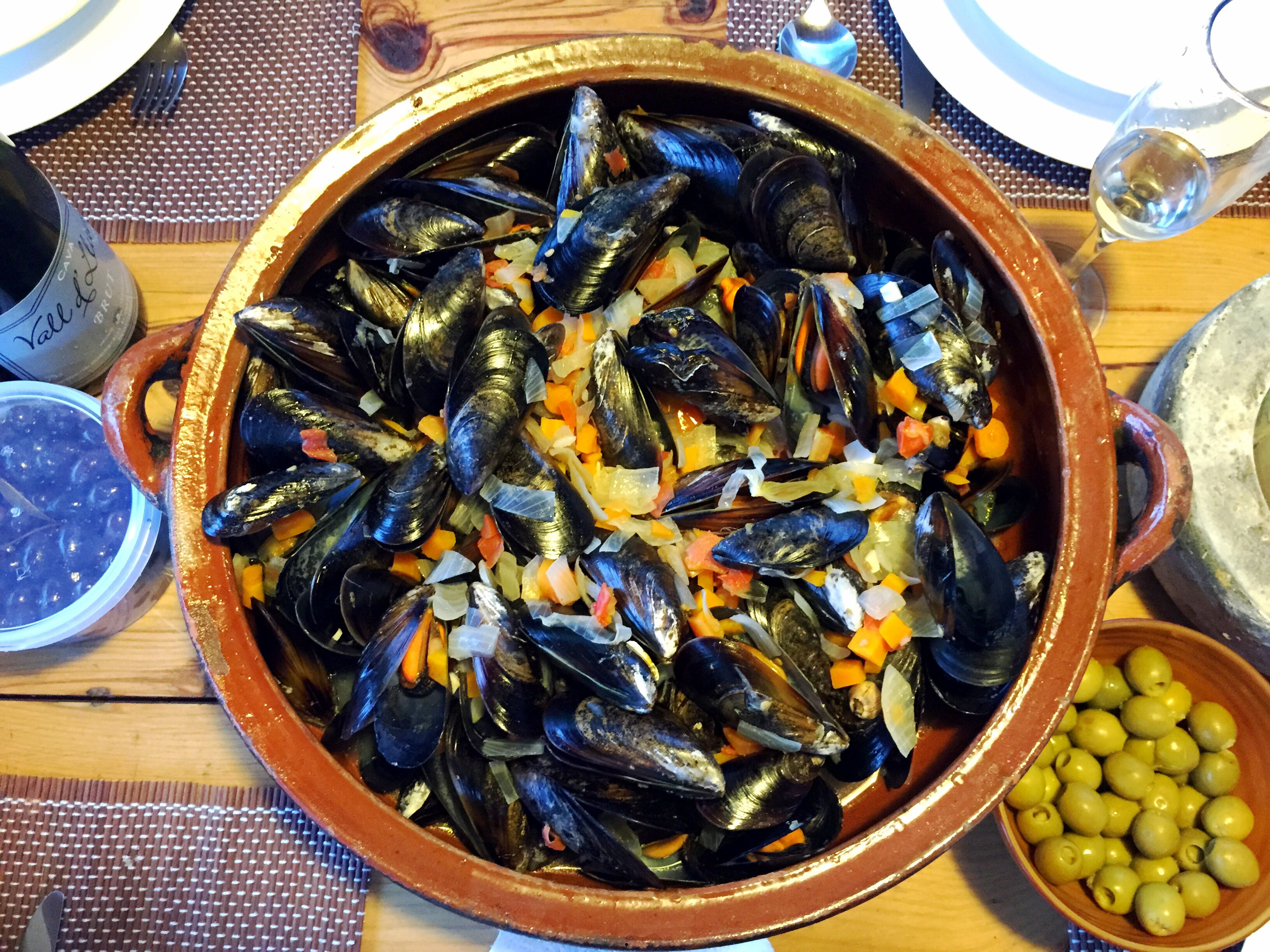 MUSSELS IN WHITE WINE