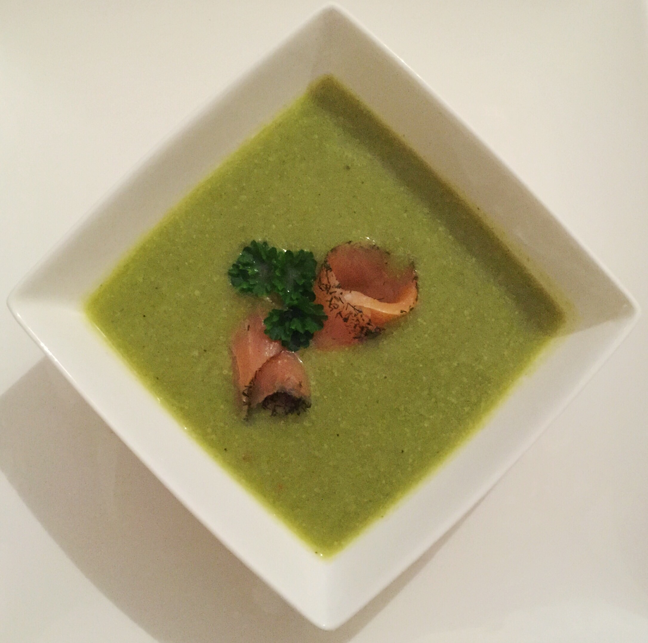 BROCCOLI SOUP WITH SMOKED SALMON
